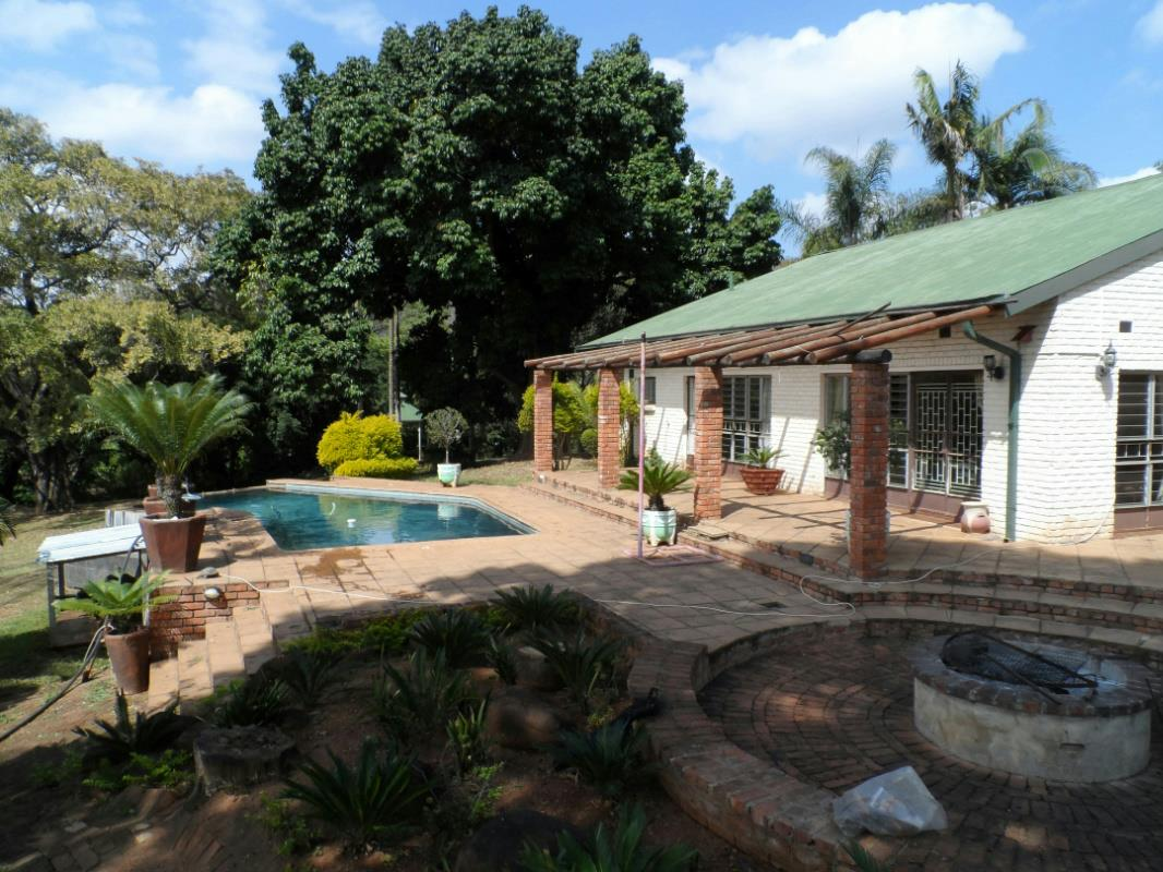https://listing.pamgolding.co.za/Images/Properties/201608/569763/H/569763_H_19.jpg