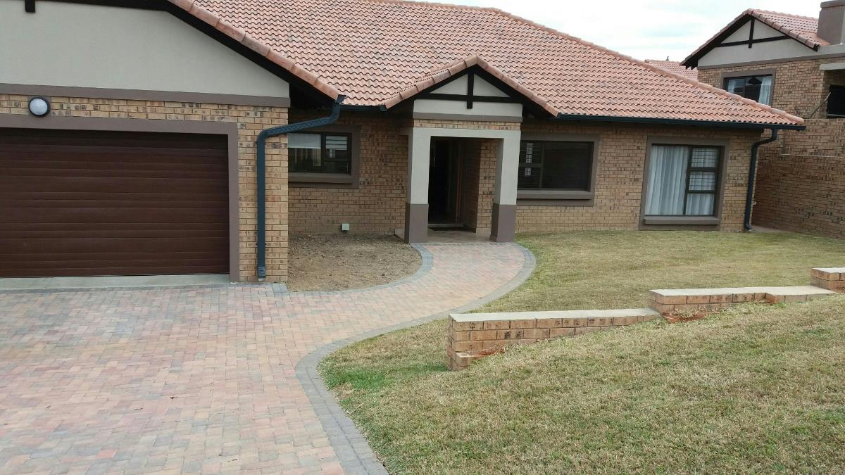 3 Bedroom Apartment For Sale Nelspruit 1ns1280526