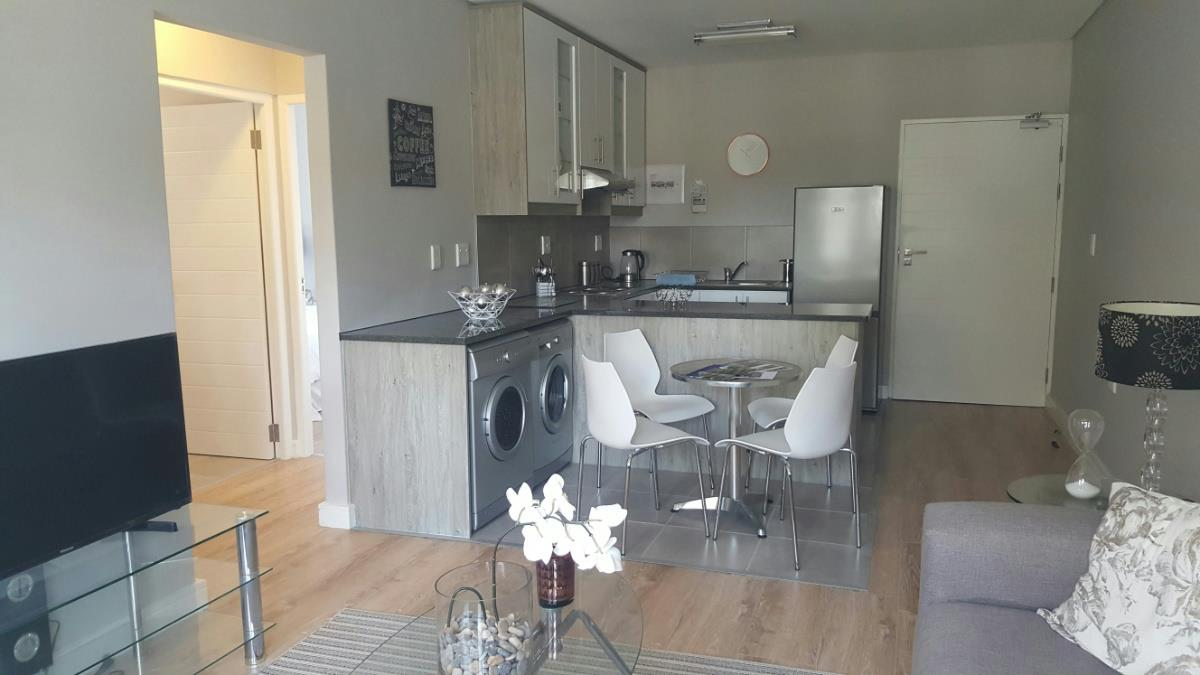 https://listing.pamgolding.co.za/Images/Properties/201609/579461/H/579461_H_7.jpg