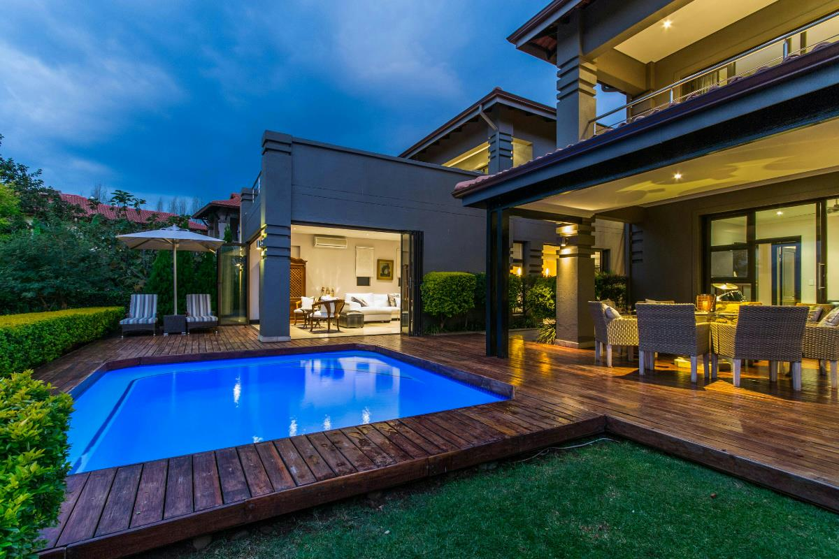 https://listing.pamgolding.co.za/Images/Properties/201610/584489/H/584489_H_1.jpg