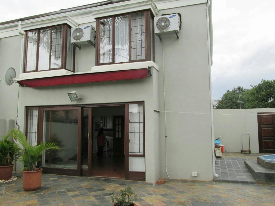 https://listing.pamgolding.co.za/Images/Properties/201610/586699/H/586699_H_14.jpg