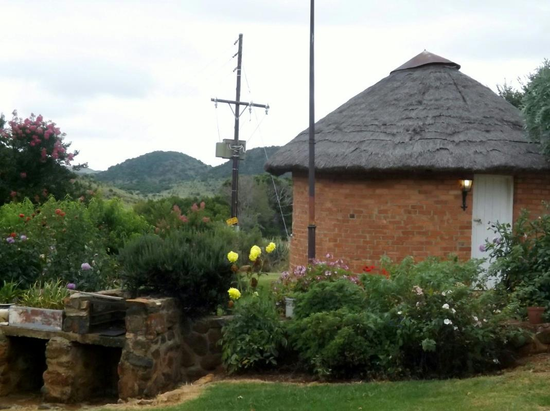 https://listing.pamgolding.co.za/Images/Properties/201701/604016/H/604016_H_1.jpg
