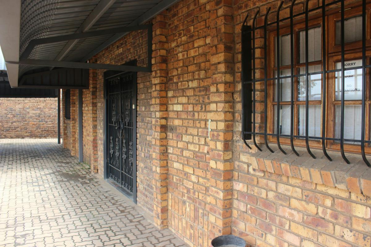 2400 m² commercial industrial property for sale in Vaalbank (Middelburg)