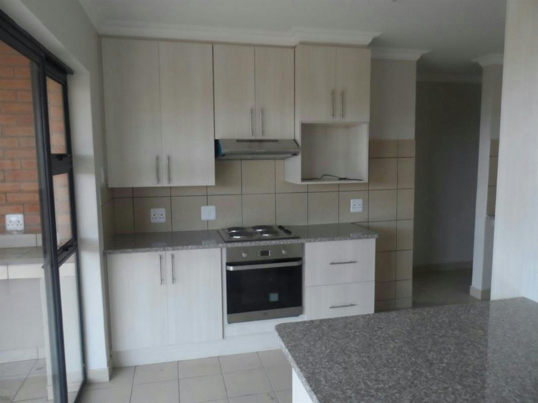 https://listing.pamgolding.co.za/Images/Properties/201702/606598/H/606598_H_12.jpg