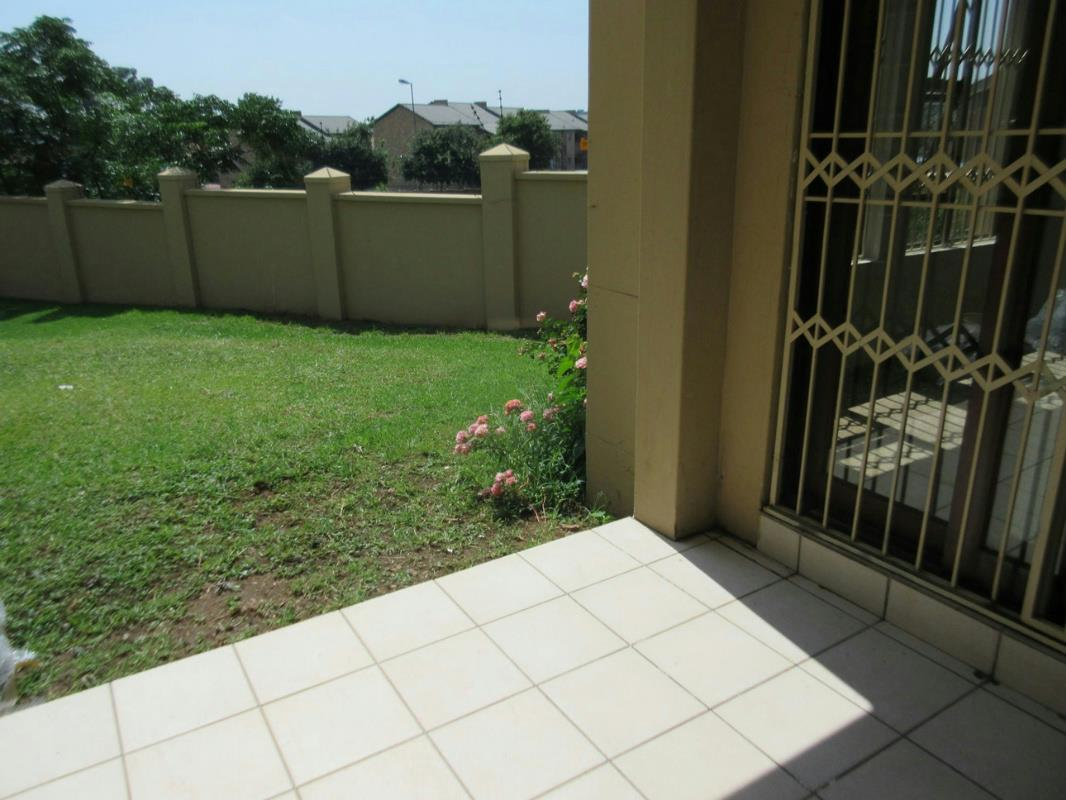 https://listing.pamgolding.co.za/Images/Properties/201703/613800/H/613800_H_24.jpg