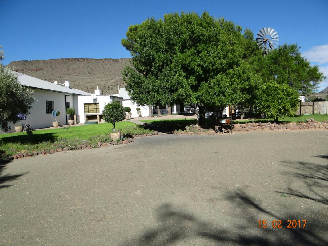 https://listing.pamgolding.co.za/Images/Properties/201703/615309/H/615309_H_2.jpg