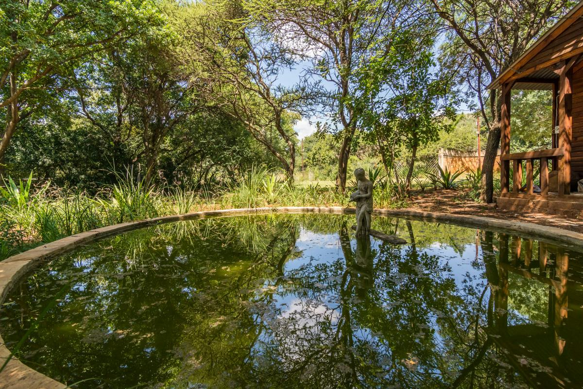 Country resort for sale in Zandfontein (Hartbeespoort)