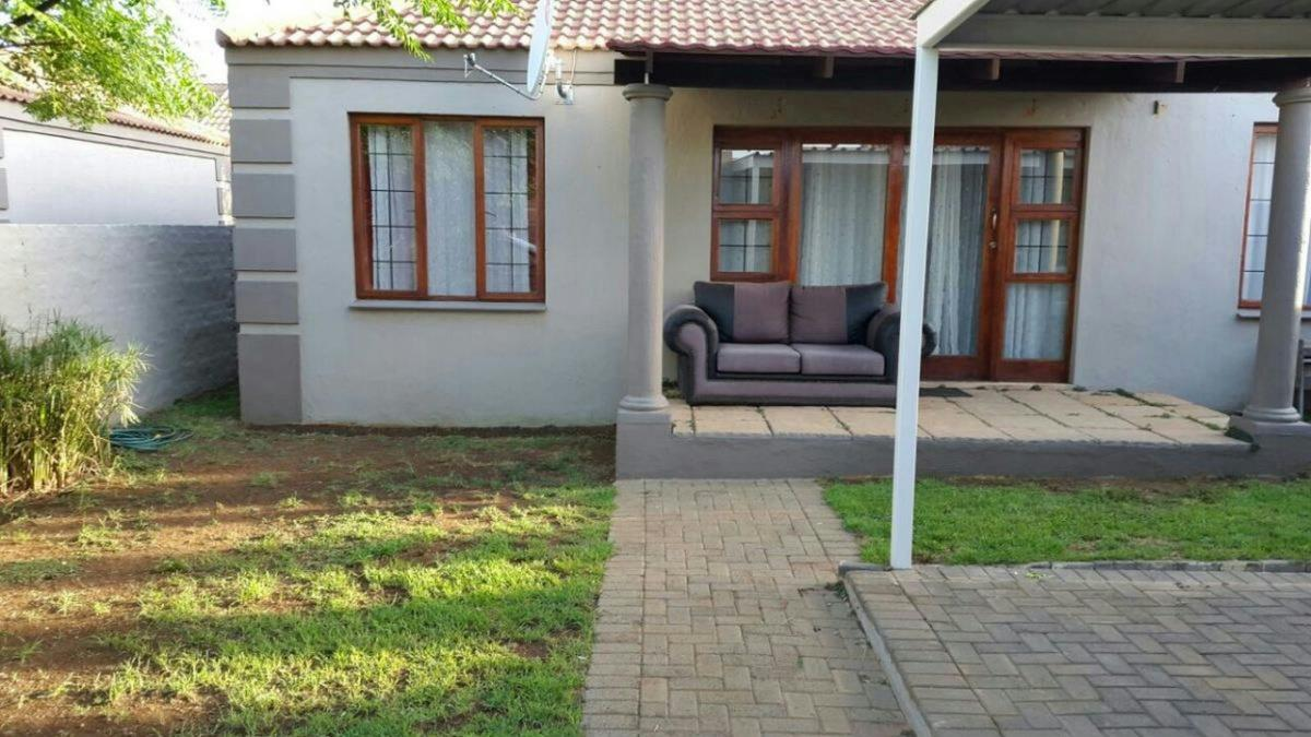 https://listing.pamgolding.co.za/Images/Properties/201704/621549/H/621549_H_13.jpg