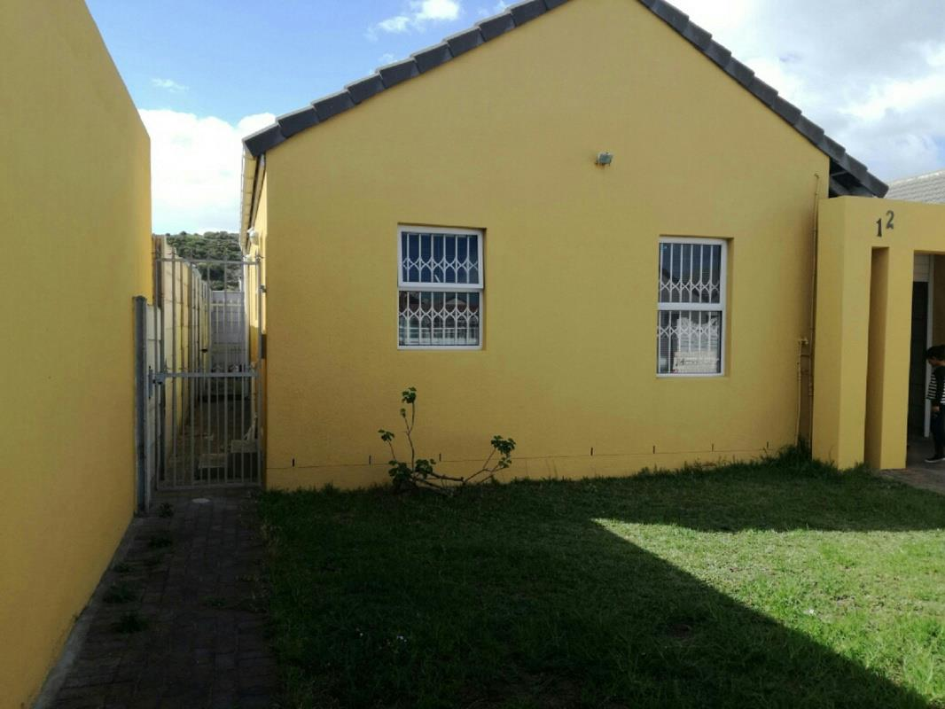 https://listing.pamgolding.co.za/Images/Properties/201705/627868/H/627868_H_3.jpg
