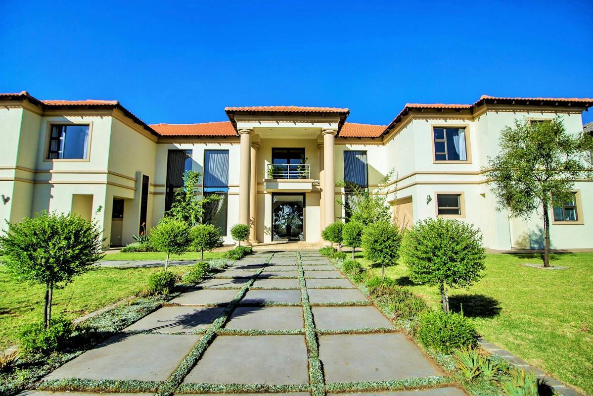 6 bedroom house for sale in Aspen Hills