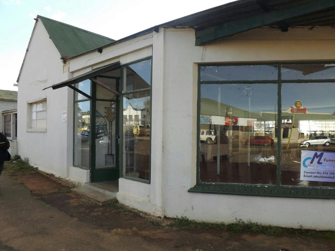 https://listing.pamgolding.co.za/Images/Properties/201705/630649/H/630649_H_3.jpg