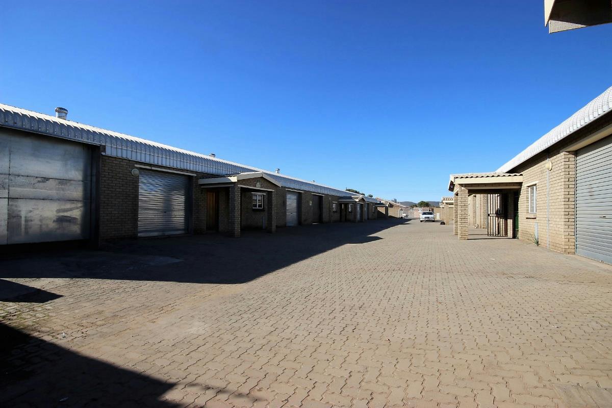 1129 m² commercial industrial property for sale in Oudtshoorn Central