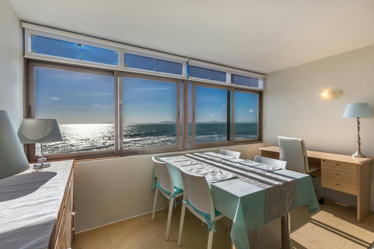 Studio apartment for sale in Mouille Point