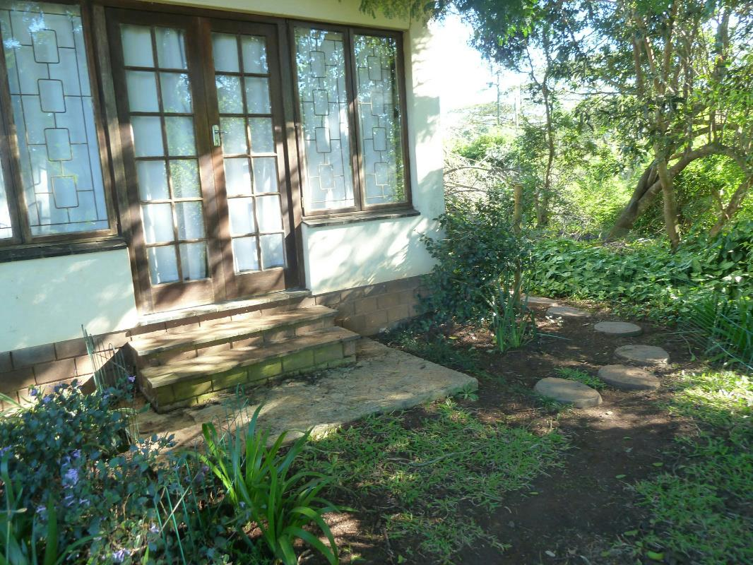 https://listing.pamgolding.co.za/Images/Properties/201706/638130/H/638130_H_12.jpg