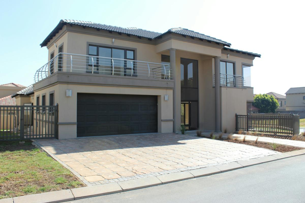https://listing.pamgolding.co.za/Images/Properties/201707/385779/H/385779_H_6.jpg