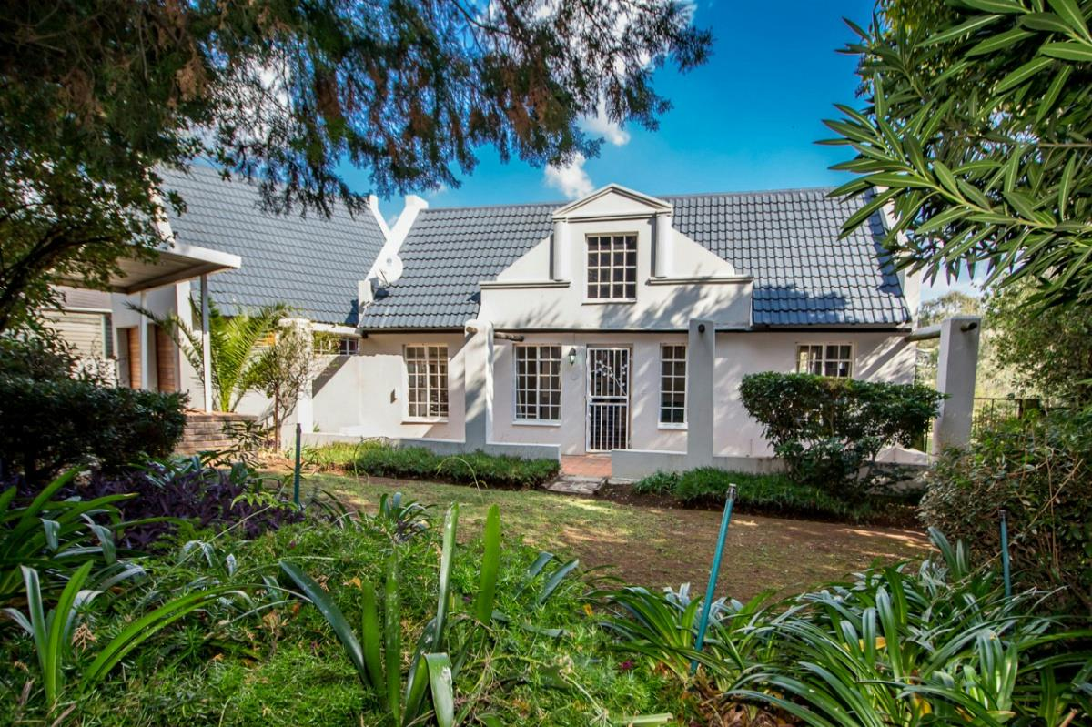https://listing.pamgolding.co.za/Images/Properties/201707/667423/H/667423_H_37.jpg