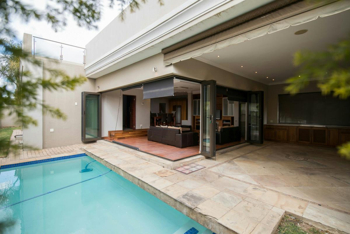 https://listing.pamgolding.co.za/Images/Properties/201708/394959/H/394959_H_34.jpg