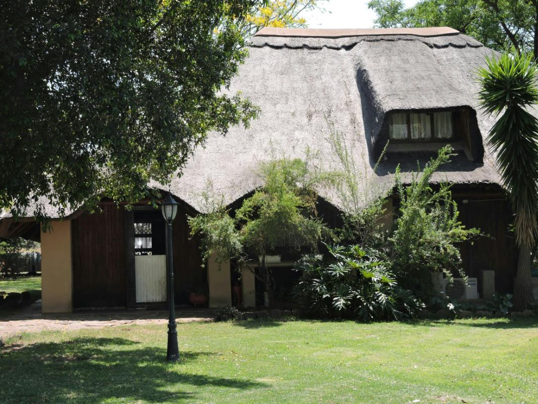 https://listing.pamgolding.co.za/Images/Properties/201708/521457/H/521457_H_55.jpg