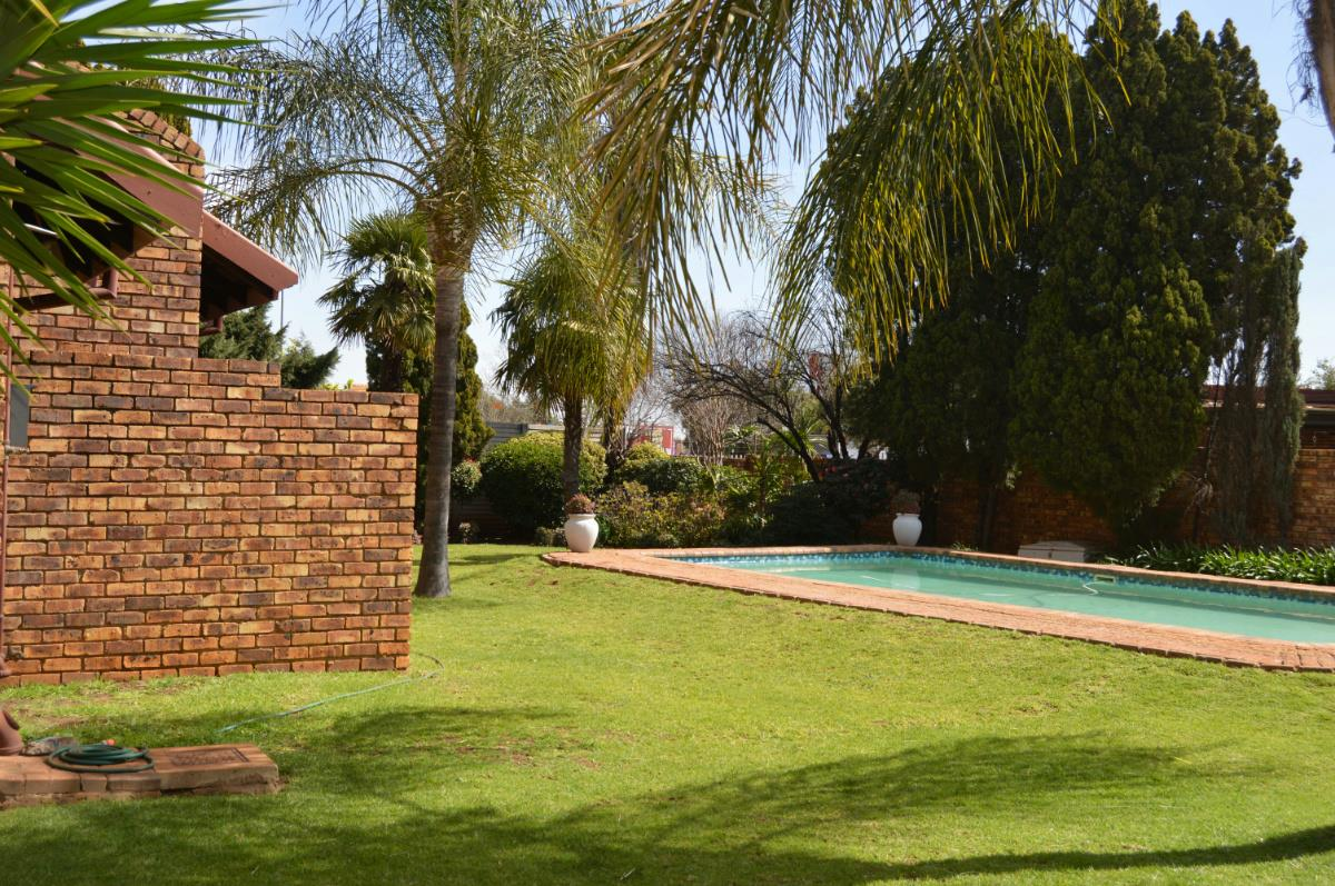 https://listing.pamgolding.co.za/Images/Properties/201708/701936/H/701936_H_5.jpg