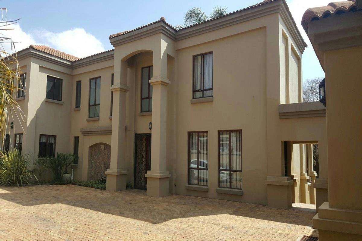 https://listing.pamgolding.co.za/Images/Properties/201708/711338/H/711338_H_1.jpg