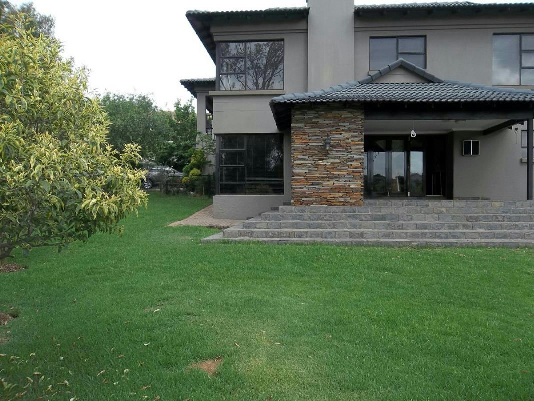 https://listing.pamgolding.co.za/Images/Properties/201710/739433/H/739433_H_3.jpg