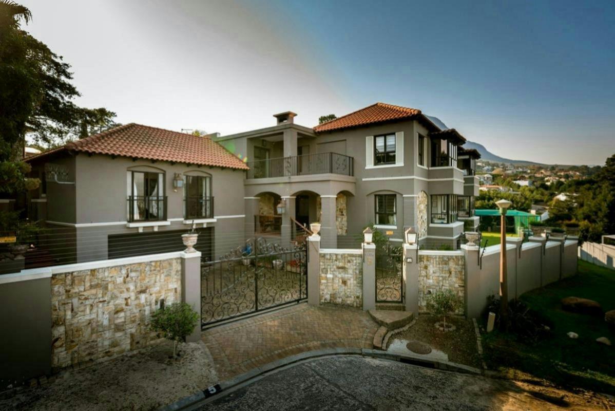 guest houses for sale somerset west pam golding properties. Black Bedroom Furniture Sets. Home Design Ideas