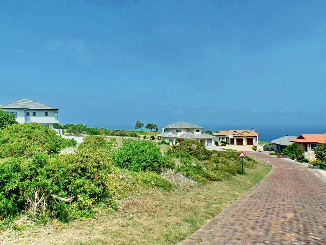 814 m² residential vacant land for sale in Mossel Bay Golf Estate