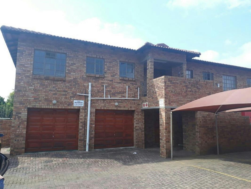 https://listing.pamgolding.co.za/Images/Properties/201711/746871/H/746871_H_17.jpg