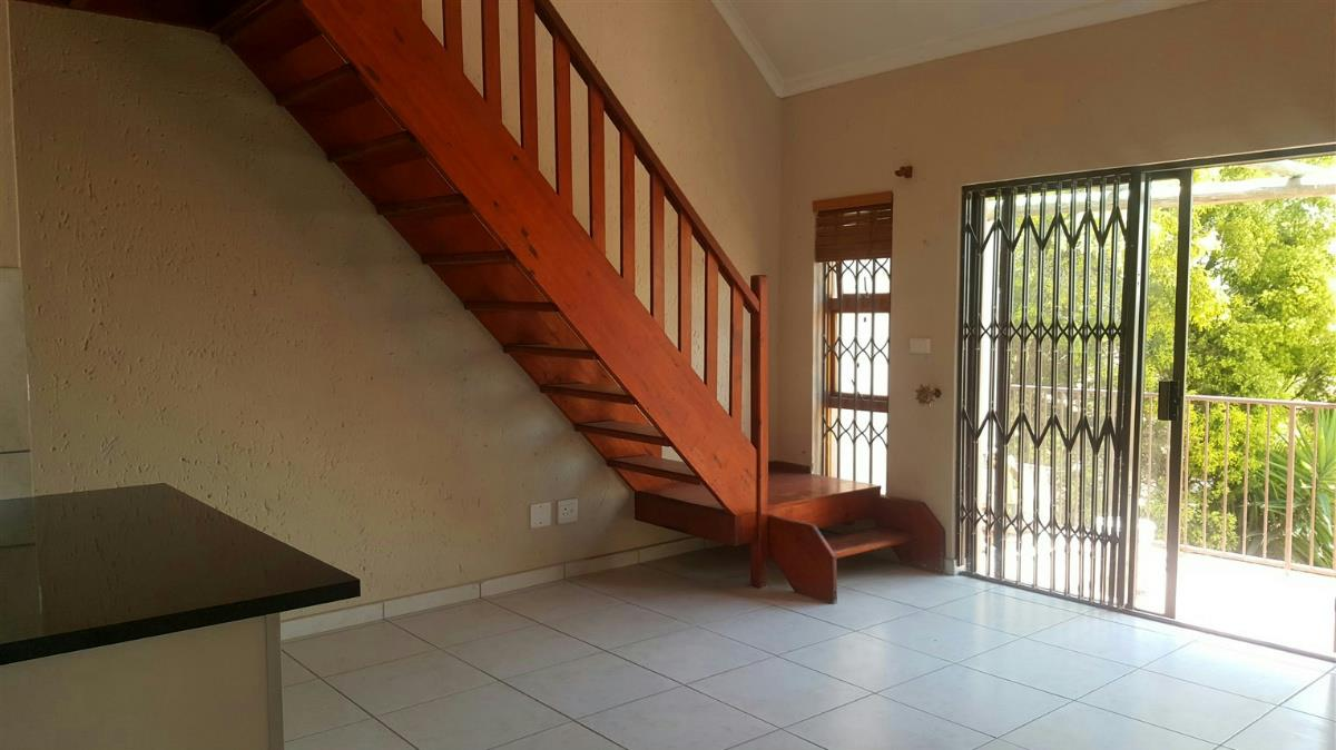 https://listing.pamgolding.co.za/Images/Properties/201711/750575/H/750575_H_11.jpg
