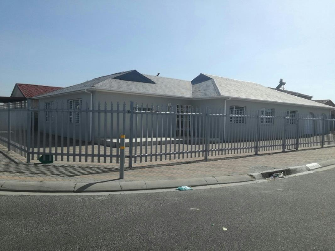 4 bedroom house for sale in Mandalay (Mitchells Plain)