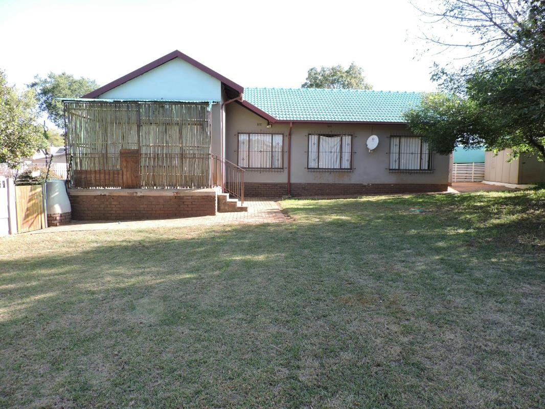 https://listing.pamgolding.co.za/Images/Properties/201711/774784/H/774784_H_2.jpg