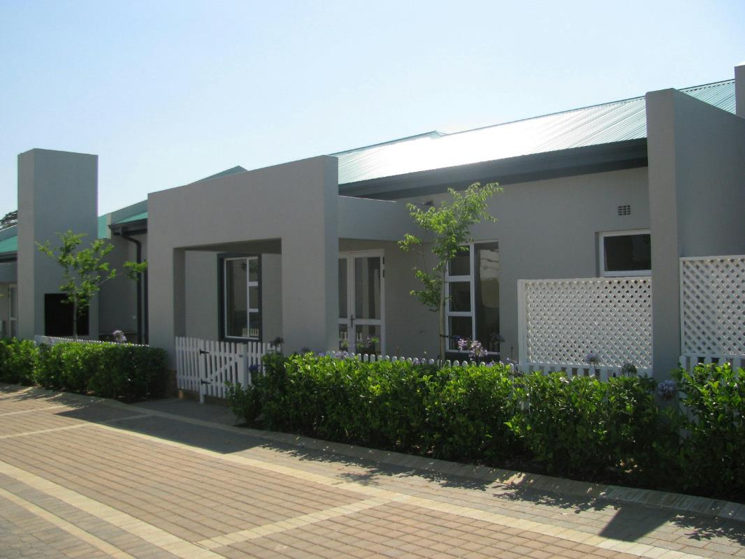 https://listing.pamgolding.co.za/Images/Properties/201711/774903/H/774903_H_1.jpg