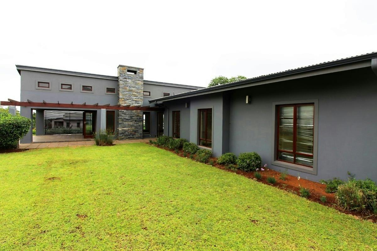https://listing.pamgolding.co.za/Images/Properties/201711/798519/H/798519_H_13.jpg
