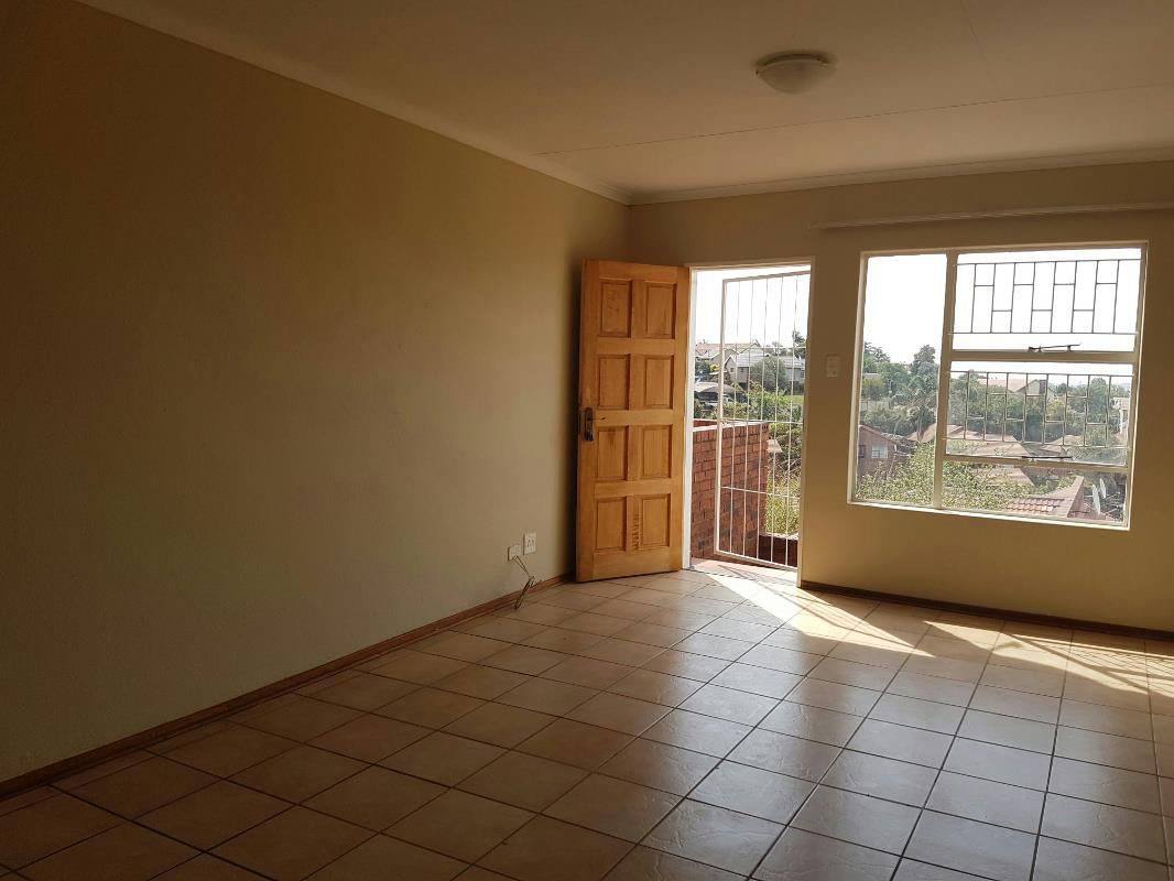https://listing.pamgolding.co.za/Images/Properties/201711/798708/H/798708_H_4.jpg