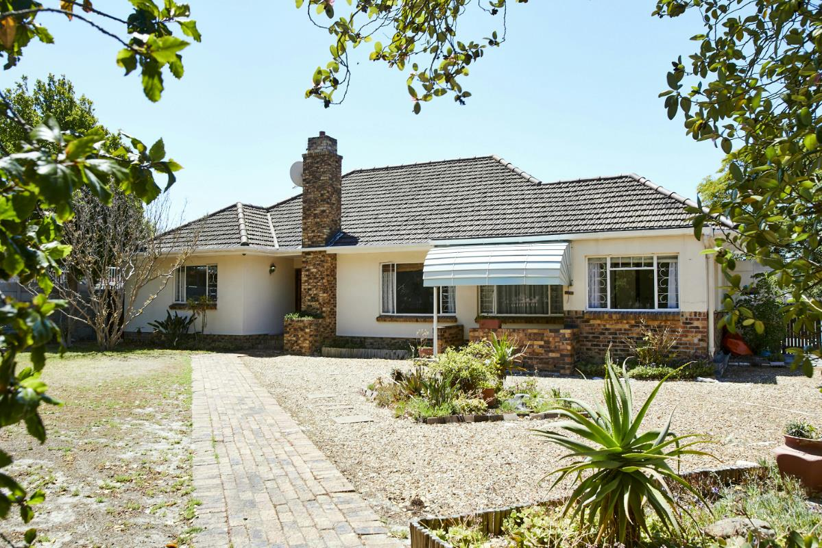 https://listing.pamgolding.co.za/Images/Properties/201712/810779/H/810779_H_1.jpg