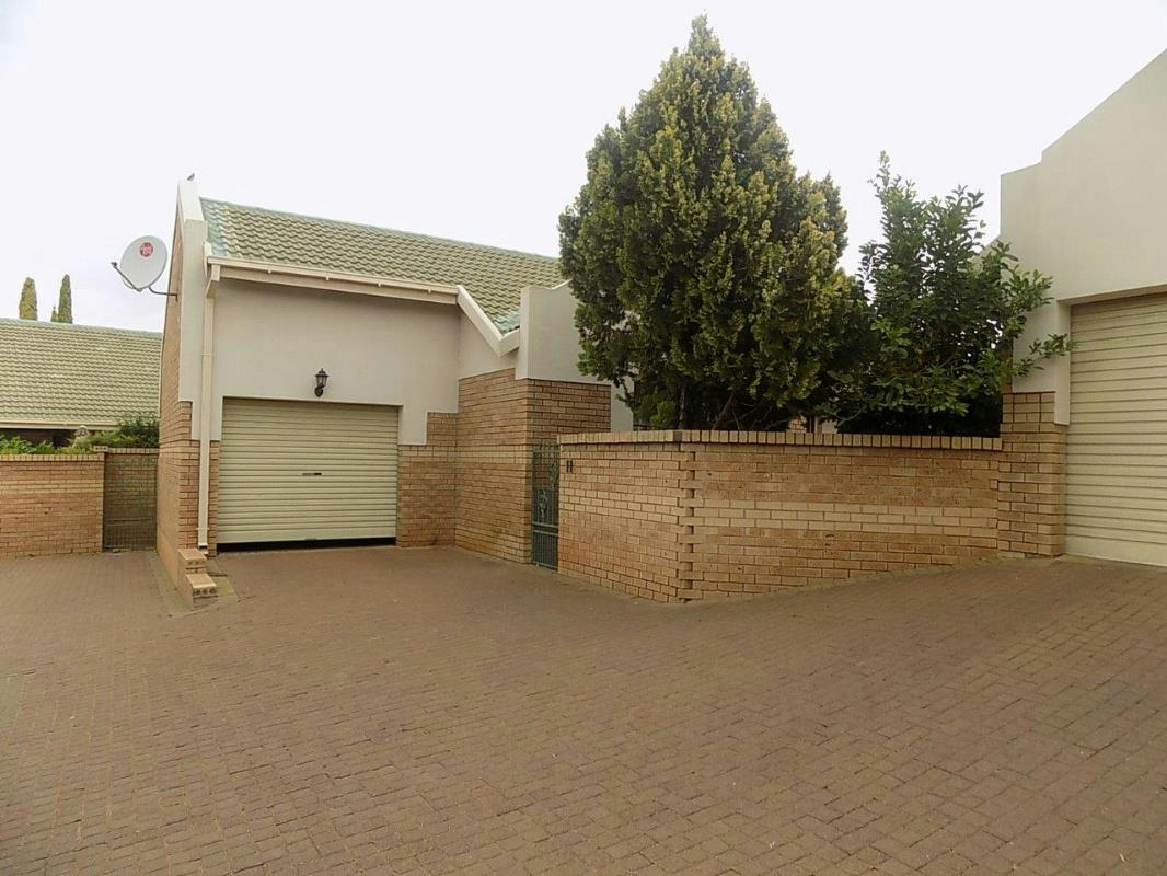 https://listing.pamgolding.co.za/Images/Properties/201712/816314/H/816314_H_1.jpg