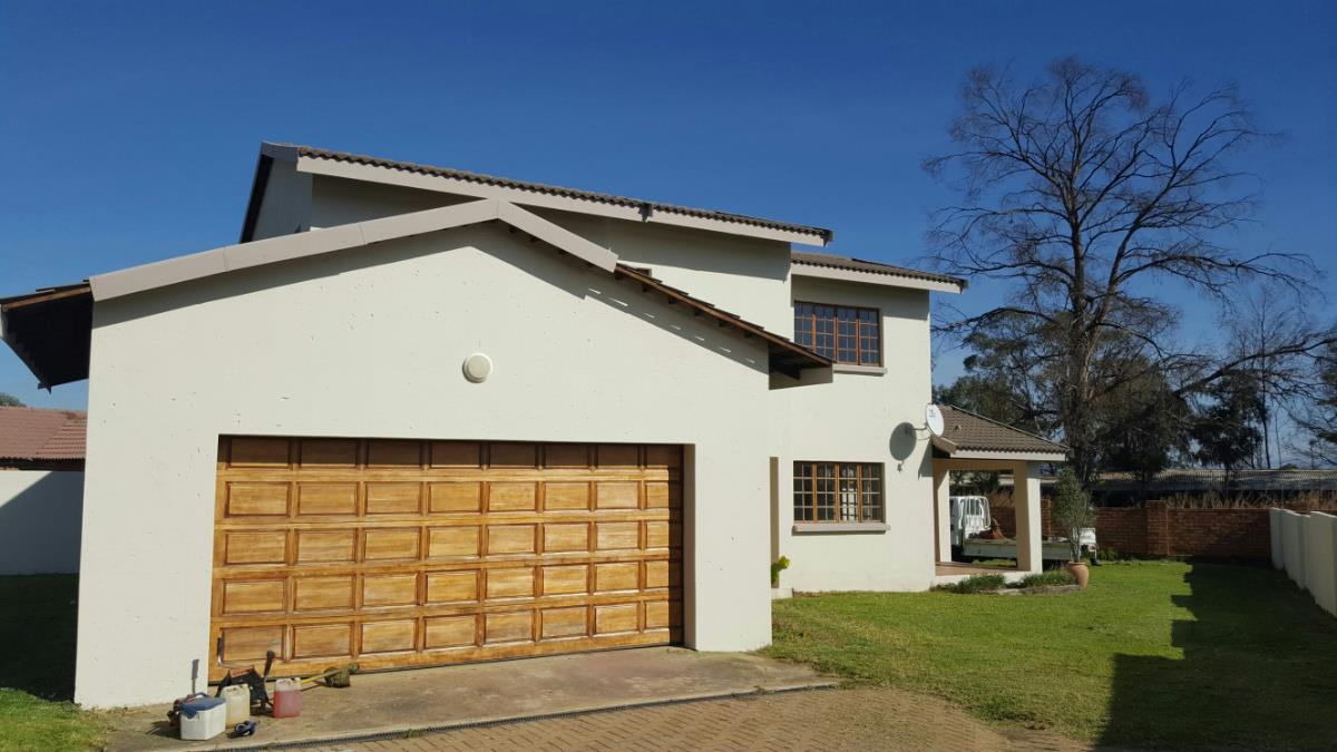 https://listing.pamgolding.co.za/Images/Properties/201801/816995/H/816995_H_1.jpg