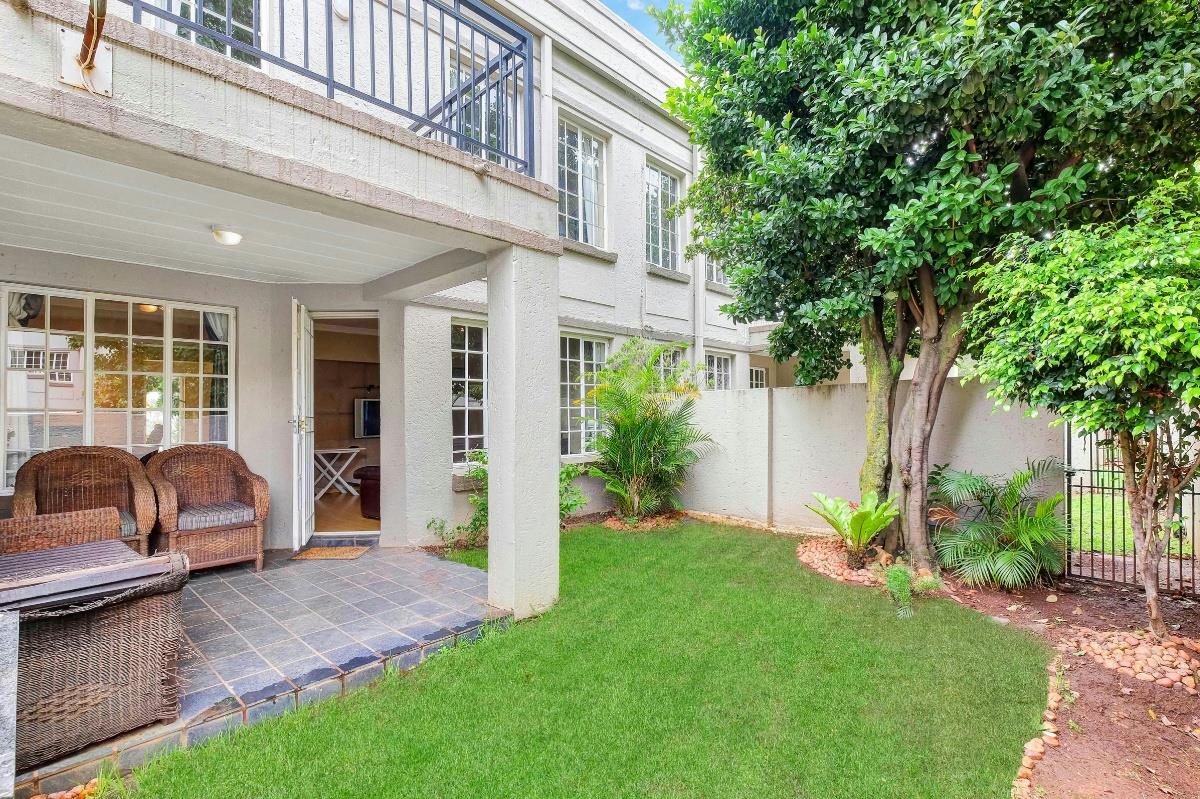 https://listing.pamgolding.co.za/Images/Properties/201801/817970/H/817970_H_17.jpg