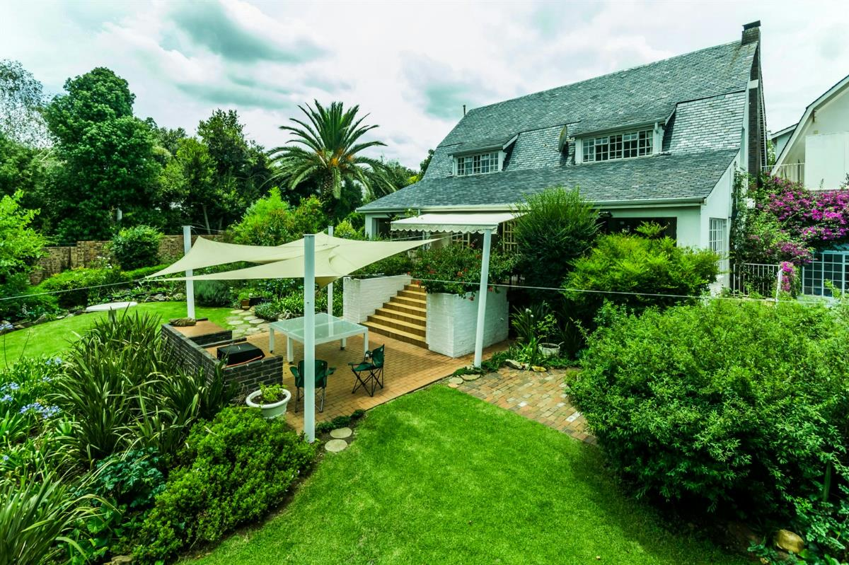 https://listing.pamgolding.co.za/Images/Properties/201802/831172/H/831172_H_20.jpg