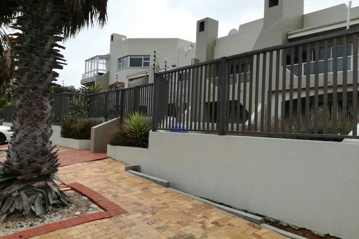 https://listing.pamgolding.co.za/Images/Properties/201802/832473/H/832473_H_2.jpg