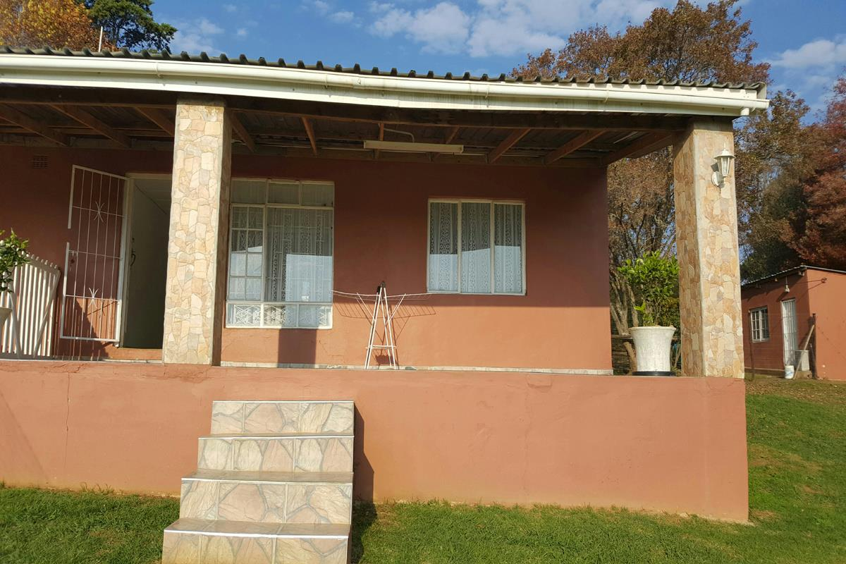 https://listing.pamgolding.co.za/Images/Properties/201802/833676/H/833676_H_16.jpg