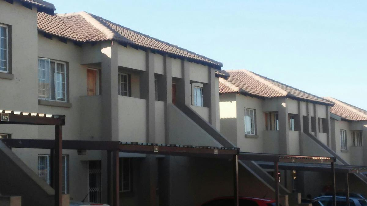 https://listing.pamgolding.co.za/Images/Properties/201802/833715/H/833715_H_3.jpg
