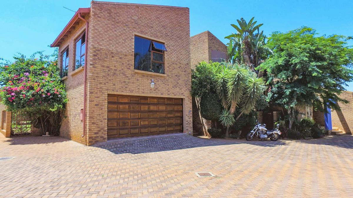 https://listing.pamgolding.co.za/Images/Properties/201802/849963/H/849963_H_1.jpg
