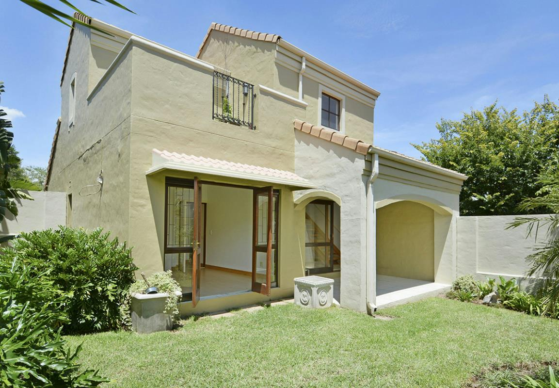 https://listing.pamgolding.co.za/Images/Properties/201802/850300/H/850300_H_2.jpg
