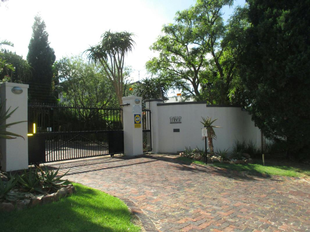 https://listing.pamgolding.co.za/Images/Properties/201802/850697/H/850697_H_21.jpg
