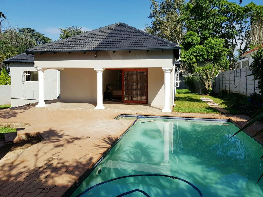 https://listing.pamgolding.co.za/Images/Properties/201802/851237/H/851237_H_30.jpg