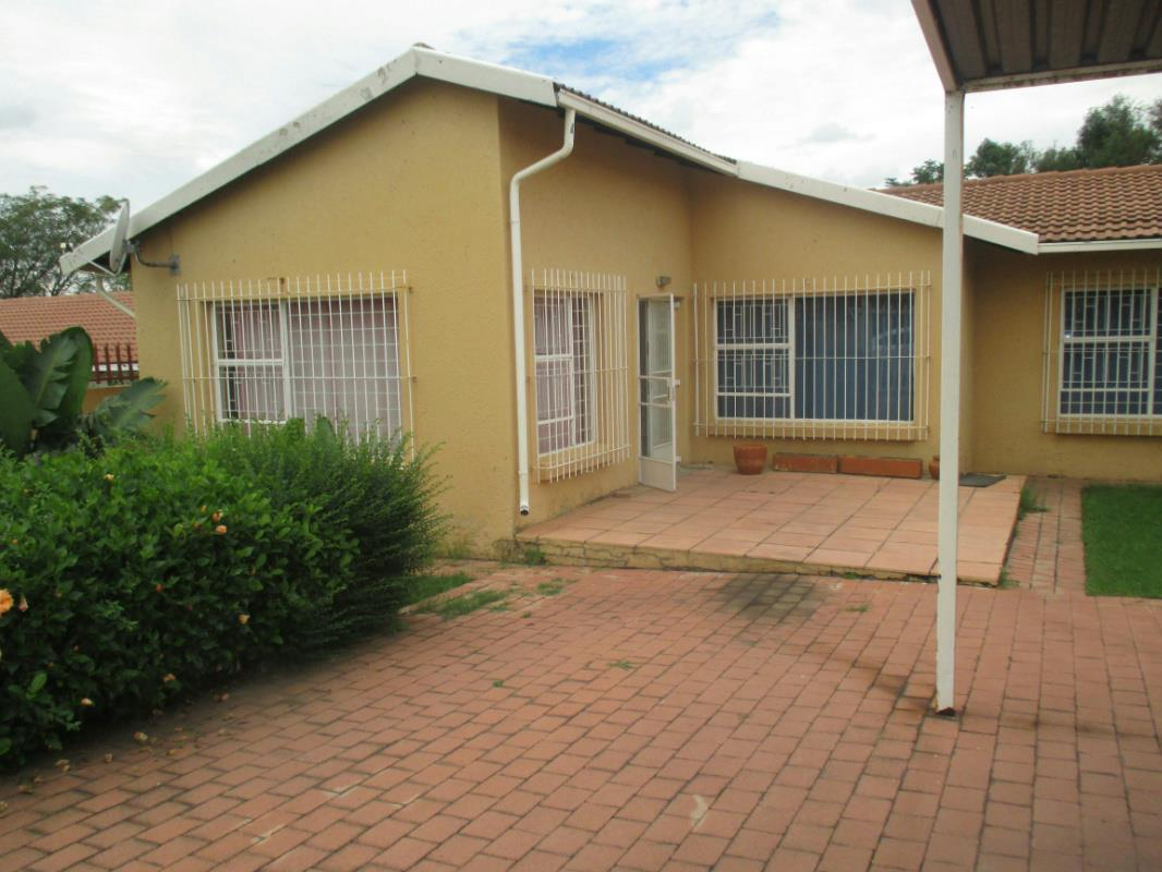 https://listing.pamgolding.co.za/Images/Properties/201803/860933/H/860933_H_17.jpg