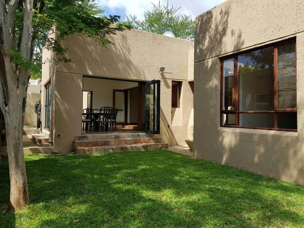 https://listing.pamgolding.co.za/Images/Properties/201803/884882/H/884882_H_22.jpg