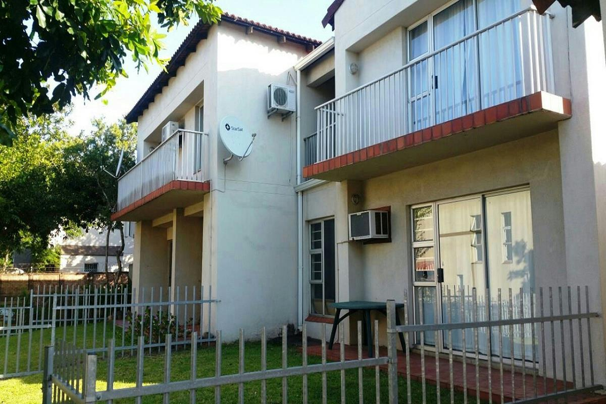 https://listing.pamgolding.co.za/Images/Properties/201803/885434/H/885434_H_3.jpg
