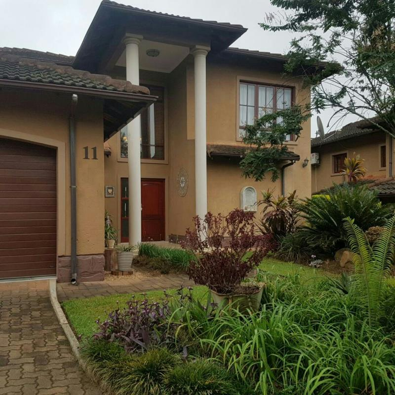 https://listing.pamgolding.co.za/Images/Properties/201803/887516/H/887516_H_8.jpg